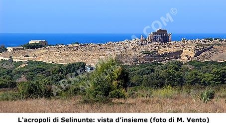 Il Parco Archeologico di Selinunte: acropoli di Selinunte. Sullo sfondo il Tempio C